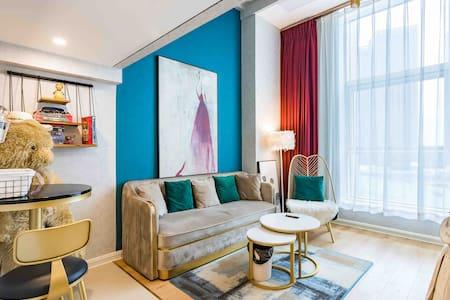 地铁口,超舒适,所有品牌家电,轻奢风格复式公寓