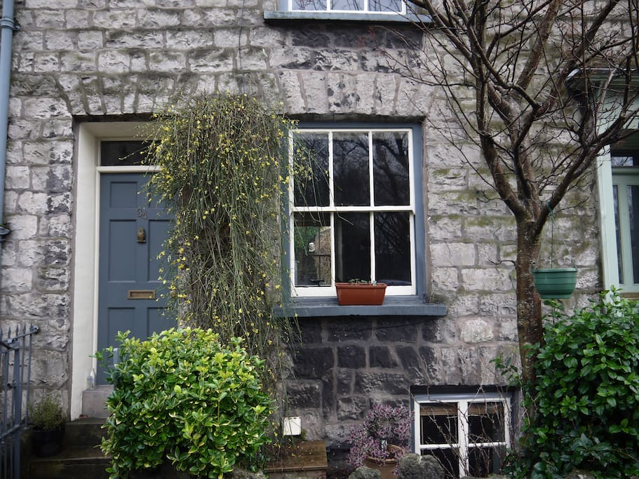 Stone built town house 5 minutes walk from town centre