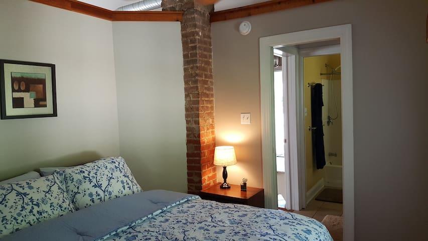 Bedroom toward bath.