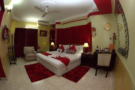 Babylon Hotel & Serviced Apartments - Bed & Breakfast