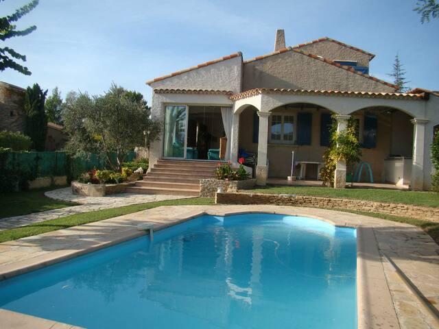 villa 100m2 independante avec piscine et jardin