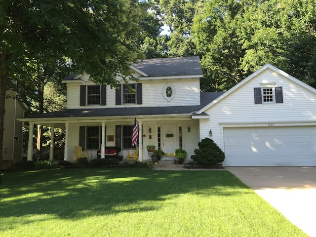 Front porch Home near lakeshore & Grand Rapids - Hudsonville - Huis
