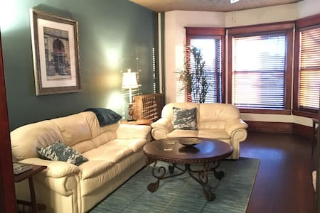 Lovely condo near Downtown Bloomington