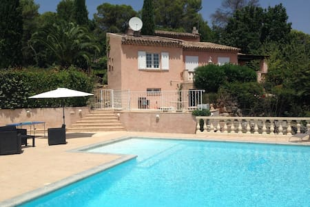 Stunning family villa with pool - Figanières - 一軒家