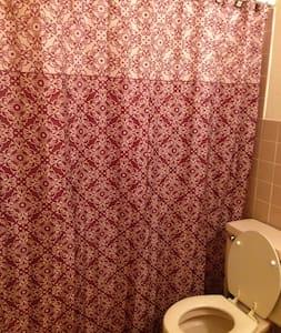 Quiet Very Clean Condo Apartment - Wohnung