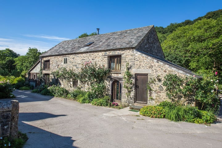 Stunning Cottage in Tavistock with Private Terrace and Garden