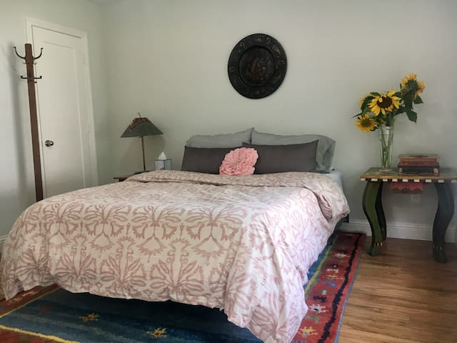 bedroom with queen size organic adaptive foam bed
