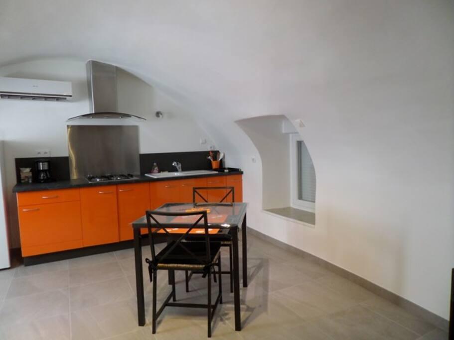 studio neuf tout confort climatis huizen te huur in saint tienne de fontbellon rhone alpes. Black Bedroom Furniture Sets. Home Design Ideas