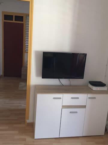 Coin TV et la chambre derrière