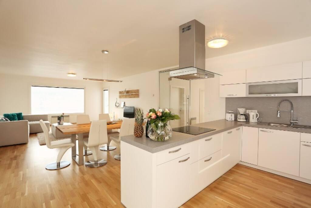 In jedem Haus befindet sich eine gut ausgestattete Küche mit allen notwendigen Utensilien