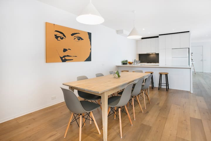 Open Plan Living in the Heart of South Yarra 2xCar