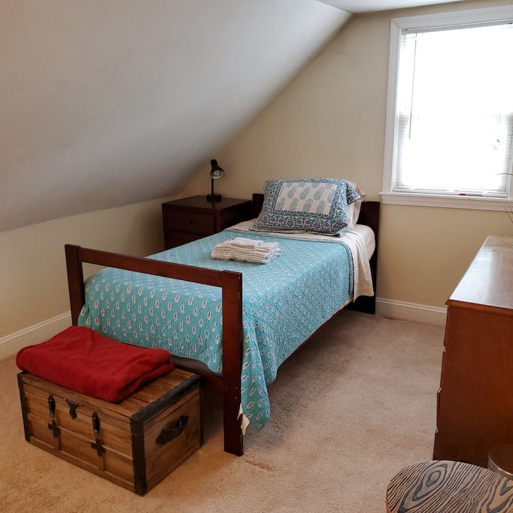 Comfy Twin/1 1/2 shared Baths/Parking/ GREAT VALUE