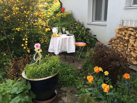 Zi. mit Privateingang, Teeküche + Gartensitzplatz