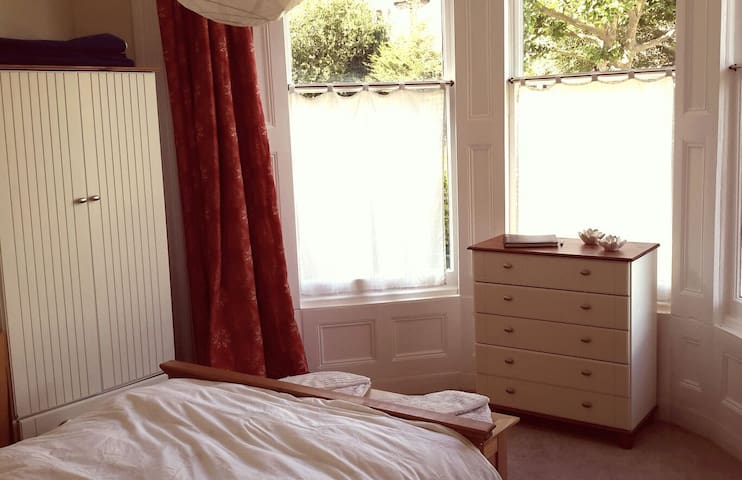 Lovely, bright double room - Bristol - Appartement