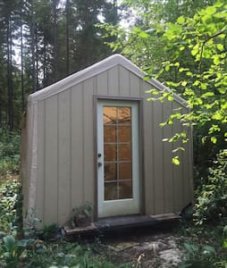 Wee cabin at Two Frog Bog. - Chatka