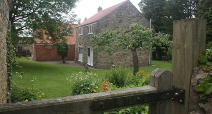 Orchard House : Dog friendly 3 bedroom cottage with swimming pool