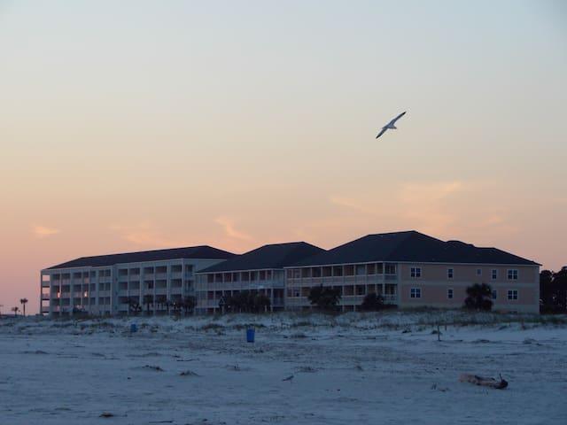 Beach Snowbird Special~$1299/mo ALA - Dauphin Island - Condomínio