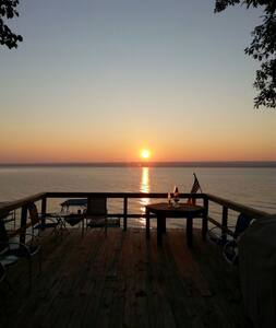 Cayuga Lake - Easy access to water and wineries