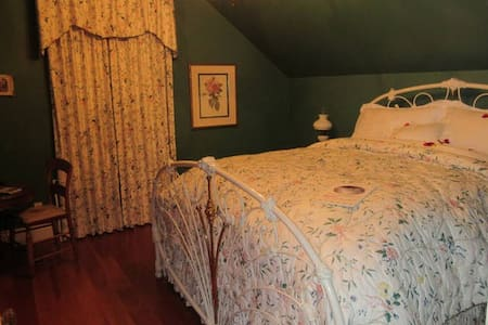 Princess and the Pea B&B Cinderella - Langley - Bed & Breakfast