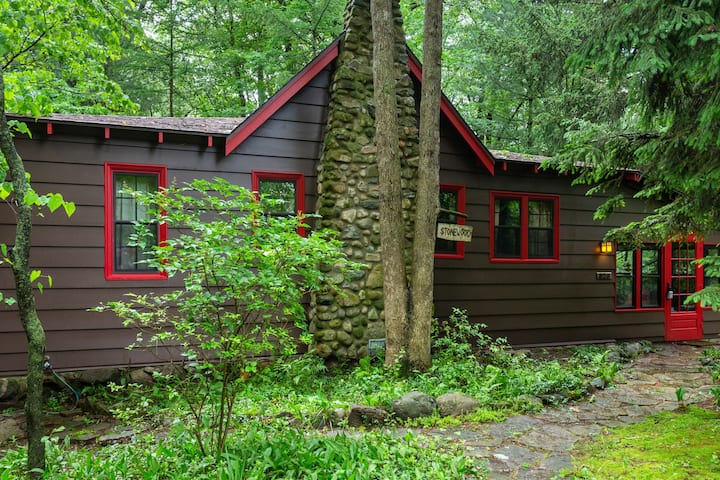 Vintage Cabin Wonderland: Welcome to Stonewood