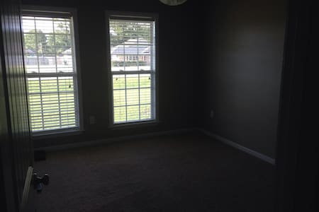 Room available for rent/long term