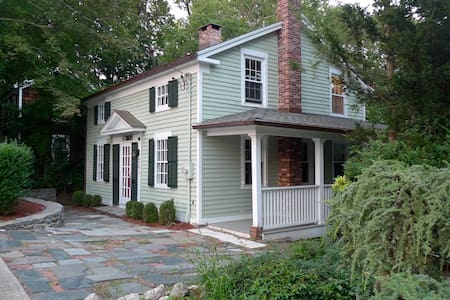 Charming 1830's home-Walk to Train - Milford - House