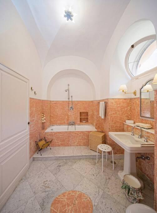 Bagno con vasca patronale della Executive Suite