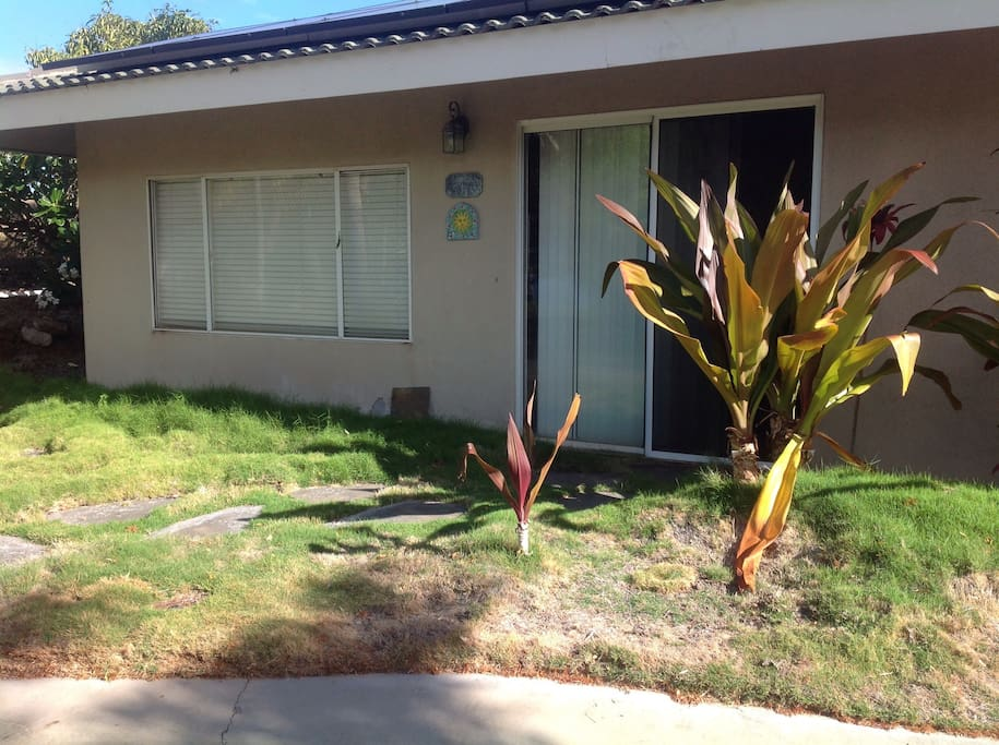 The front of our ohana; landscaping in progress.