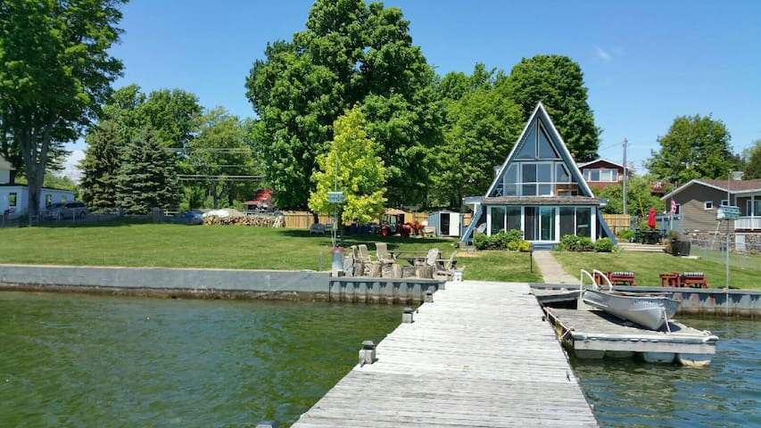 CAPTAIN JERRY'S ST. LAWRENCE RIVER HOUSE SLEEPS 16