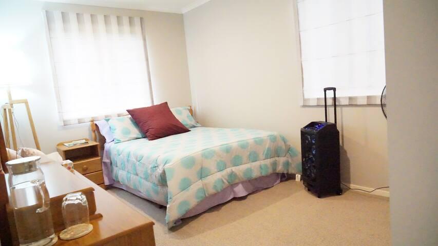 single room (double bed) in Flagstaff - Hamilton