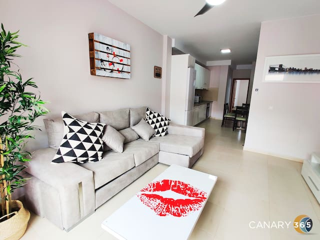 Intimate and Stilysh Apt+ Parking + by Canary365
