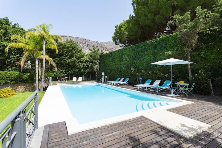 Mondello Pool & Suite