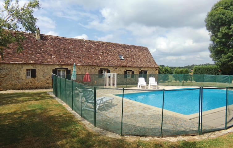 Holiday cottage with 4 bedrooms on 120m² in Eglise Neuve D'Issac
