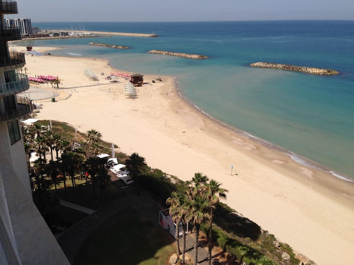 See View Apartment On The Beach In Daniel Herzliya