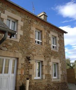 1 Charmante Maison à la campagne  - Saint-Michel-de-Plélan - Dům