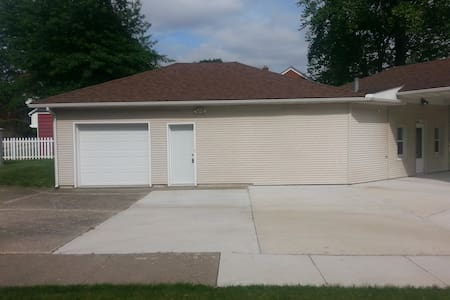 One bedroom apartment in Kewanee,Il - Kewanee - Apartment