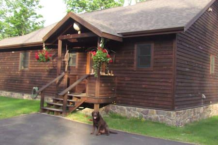 Bell Meadow Adk Mtn Retreat Lodge - Keene