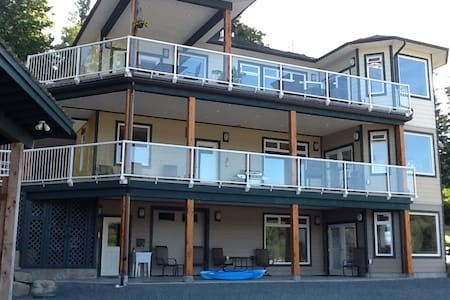 The Mid Suite by the beach - Powell River - Pis