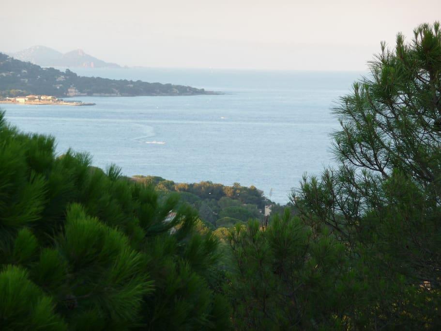Vue sur l'Estérel; Les Issambres et la Mediterranée