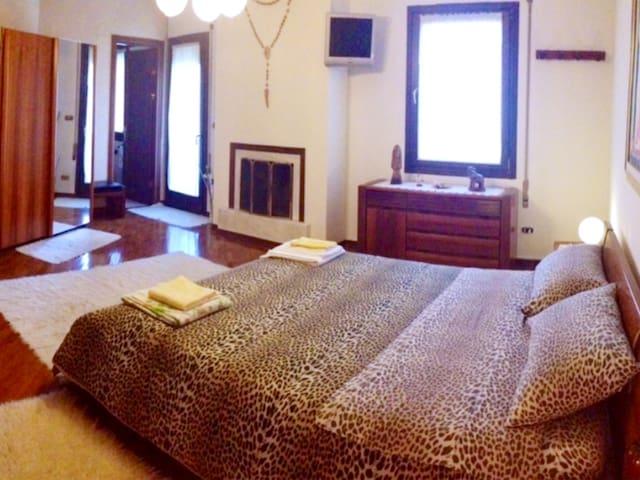 suite con terrazzo + camino+ bagno - san martino di lupari  - Oda + Kahvaltı