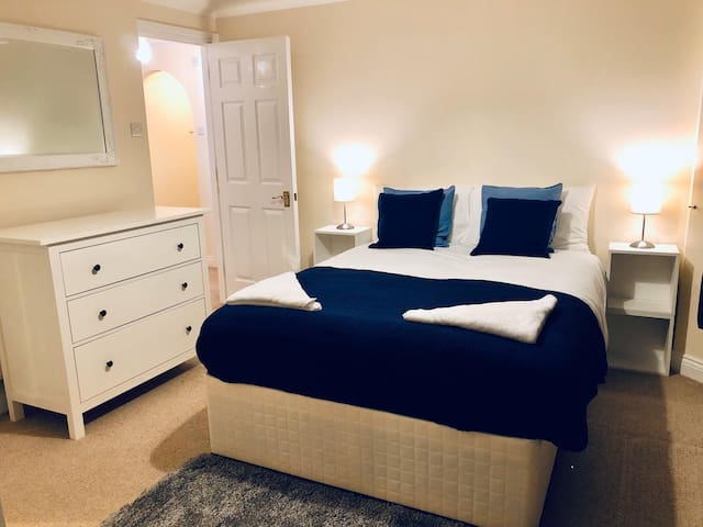 Large Double EnSuite Clapham Zone2 with Parking