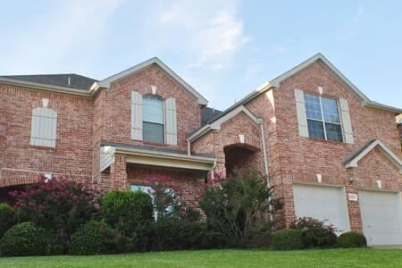 4186 Sq Ft Luxury Home - Arlington