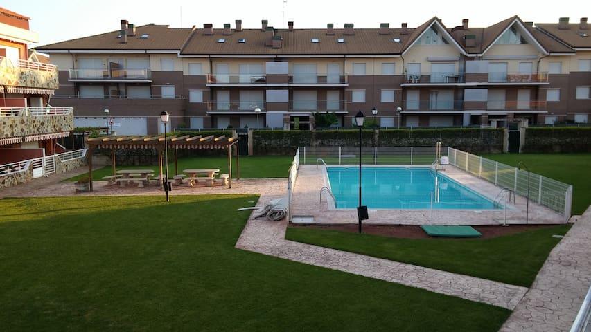 Apartamento en Alesanco con piscina verano.