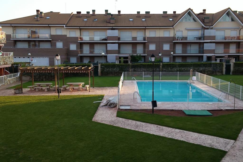 Apartamento en alesanco con piscina verano apartamentos for Alojamiento en la rioja espana