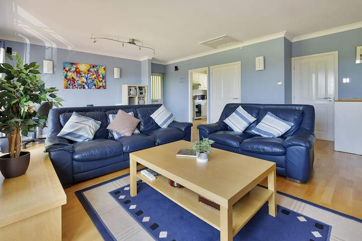 2 Bed Self-Contained Apartment with 2 Bathrooms