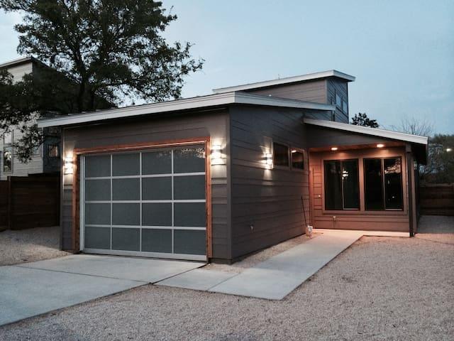 Modern Eastside Sanctuary - Austin - Hus