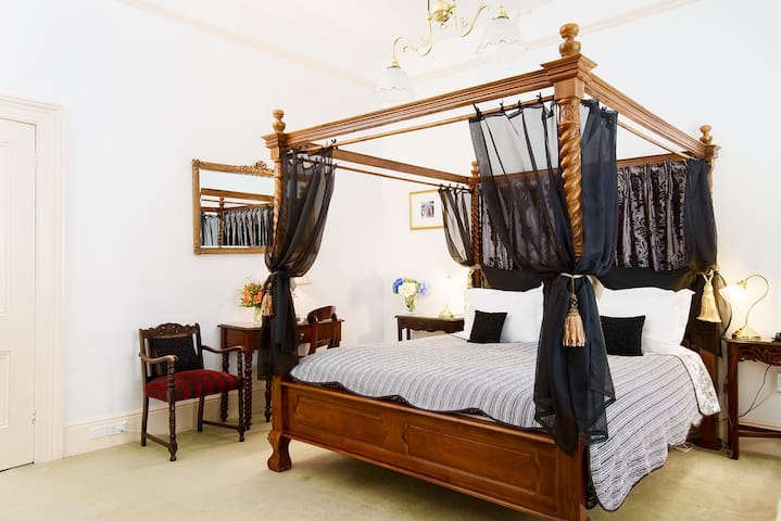 Newton Heritage King 4 Poster Bed & Breakfast