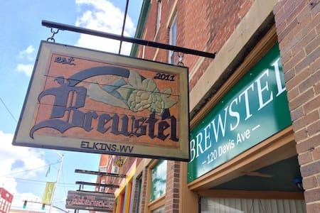 Brewstel - Brew Shop & Hostel - Dorm