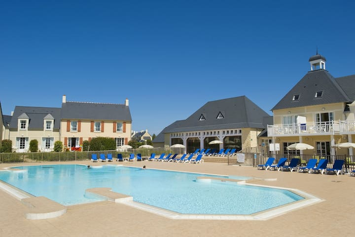 Studio for 4/5 people on park Le Green Beach in historic surroundings of Normandy