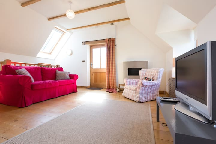 Romantic Cotswold Cottage, - Naunton - House